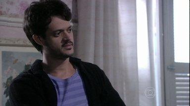 Renan critica o tratamento que a família dá a Linda - Ele alega que a menina deve ter mais autonomia