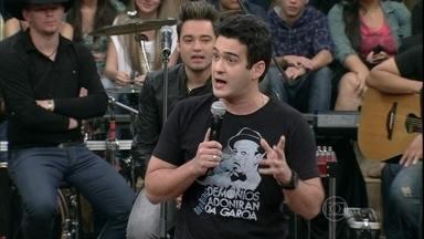 Marcos Veras faz um stand up sobre casamento - Humorista faz uma performance de humor no Altas Horas