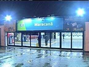 Passageiros ficaram sem metrô na noite de segunda (8) - Muitos passageiros ficaram sem o metrô na volta para casa na segunda-feira (8). Um problema operacional na Linha 2 deixou várias estações fechadas. Durante quase duas horas, os cidadãos enfrentaram dificuldades.