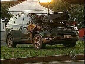 Motorista que bateu em carroça e matou dois irmãos deve se apresentar hoje à polícia - O acidente entre um carro e uma carroça foi no domingo (7), às 21h, na BR-369. Dois irmãos morreram e outros dois ficaram feridos no acidente. O motorista do carro fugiu sem prestar socorro às vítimas.