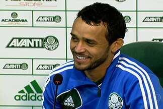 Charles comemora bom momento no Palmeiras e o 'recomeço' da carreira aos 28 anos - Volante marcou dois gols na vitória do fim de semana e vive bom momento no meio-de-campo do Verdão.