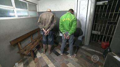 Homens são presos suspeitos de tráfico de drogas em Betim, na Grande BH - Polícia apreendeu armas e explosivos.