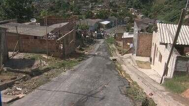 Moradores de bairro fazem manifestação em Manaus - Moradores do bairro Nova Vitória denunciam falta de infraestrutura durante manifestação.