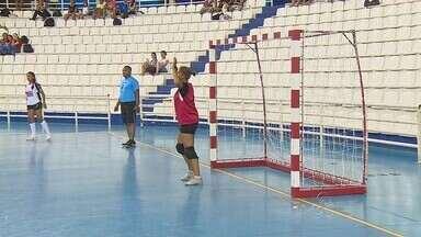 Vila Olímpica de Manaus recebe torneio escolar de handebol - Competição reúne 43 times nesta semana