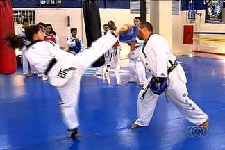 Atletas goianos do taekwondo sonham disputar os Jogos Olímpicos de 2016, no Rio de Janeiro - Neste final de semana, lutadores do estado disputam provas do Campeonato Brasileiro da modalidade. 26 atletas vão disputar a competição no interior do Paraná.