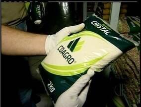 Marca de açúcar deve ser retirada de circulação em Rio das Ostras, RJ - Açúcar cristal da marca Coagro apresenta limalha de ferro.Produto é produzido em Campos dos Goytacazes, no Norte do RJ.