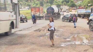 Trafegar pela BR-101, na Região Metropolitana do Recife, não é tarefa fácil. - Motoristas reclamam de buracos e rachões na pista, além de acostamento quebrado.
