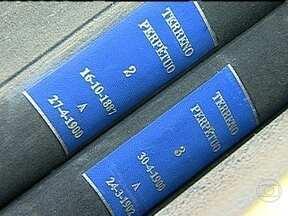 Polícia ouve funcionários da Santa Casa na investigação sobre venda ilegal de túmulos - A polícia ouviu nesta quinta-feira (11) mais depoimentos na investigação de um esquema de venda ilegal de túmulos em cemitérios. Agentes da prefeitura recolheram documentos da Santa Casa.
