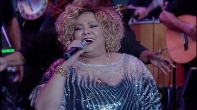 Musical de abertura com Alcione - A Marrom cantou sucesso de seu novo album
