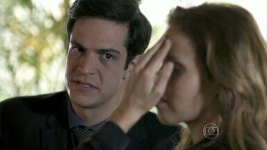 Glauce aceita se unir a Félix - Ele a consola após o fora de Bruno