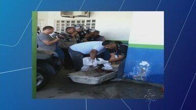 Homem é encontrado morto dentro de cela em delegacia de Manaus - Preso estava com pescoço amarrado à calça, segundo testemunha.Corregedoria da Polícia Civil do Amazonas investiga caso.