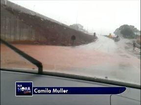 Telespectador registra viaduto alagado na BR 277 em Medianeira - A imagem foi registrada pela telespectadora Camila Muller que passa pelo local. Segundo ela, quase todos os viadutos construídos para a duplicação da rodovia ficaram alagados.