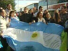 Polícia fiscaliza ônibus de jovens argentinos que vão para a JMJ - A ideia é inibir o contrabando na fronteira