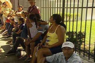 Filas para o recadastramento biométrico em João Pessoa - Fórum Eleitoral prevê ampliação do número de funcionários para atender a demanda e ainda pede para que eleitores façam agendamento pelo site do TRE-PB.