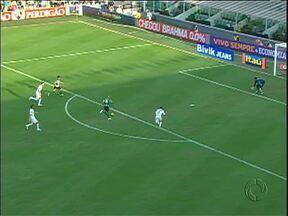 Robinho e Alex garantem invencibilidade do Coritiba no Brasileirão - Em jogo em que o goleiro Vanderlei tem destaque, dupla de meias protagoniza os lances mais bonitos no empate com o Santos