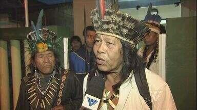 Funcionários da Funai seguem impedidos de sair de posto em Itanhaém (SP) - Funcionários de um posto da Funai em Itanhaém, no litoral de São Paulo, estão há três dias impedidos de sair por índios que invadiram o local. Eles pedem melhoras no atendimento médico.