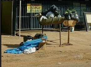 Coleta de lixo em Palmas segue ineficaz. Empresa ainda usa caminhões inadequados - Coleta de lixo em Palmas segue ineficaz. Empresa ainda usa caminhões inadequados
