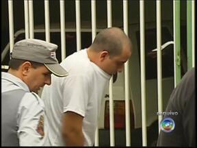 Ministério Público denuncia filho de vereador de Rio Preto por homicídio - O Ministério Público denunciou o filho de um vereador de São José do Rio Preto (SP) por homicídio duplamente qualificado. O rapaz é acusado de ter matado a própria mulher. No fim do mês passado, a polícia fez a reconstituição do crime.