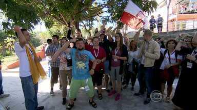 Católicos de MG vão acompanhar visita do Papa no RJ - Francisco chegou nesta segunda ao Brasil