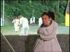 Relembre A Diarista, em 2004, em que Marinete usou camisa de força - Assim como Barbara Ellen, de Sangue Bom, personagem também foi acusada de louca