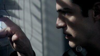 Félix não recebe Jacques em seu escritório - O vilão manda Simone inventar uma desculpa para o médico
