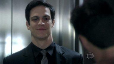 Félix se encontra com Anjinho - O vilão abre uma empresa fictícia em nome de Tamara. Edith procura o marido no hospital