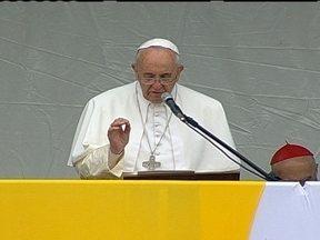 Papa Francisco ressalta importância da solidariedade - Durante discurso na JMJ, Papa Francisco chama a atenção para a importância da ajuda ao próximo. O Fantástico mostra depoimentos sobre a solidariedade.