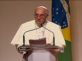 Papa Francisco tem agenda cheia no último dia da JMJ - Depois da missa em Copacabana, Papa Francisco teve um encontro com 15 mil voluntários no Riocentro e uma reunião fechada com bispos, na residência do Sumaré.