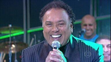 Paulinho Mocidade abre o Programa do Jô - Sambista canta um dos sucessos da Marques de Sapucaí