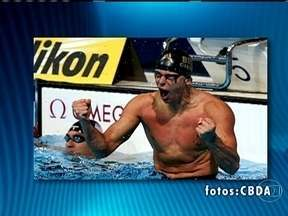 Cesar Cielo conquista tricampeonato mundial nos 50 metros livre - O brasileiro Cesar Cielo é o primeiro tricampeão mundial na prova dos 50 metros nado livre. Foi o segundo ouro dele no Mundial de Desportos Aquáticos, em Barcelona, na Espanha.