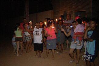 População reclama de que falta energia todos os dias em setor de Aparecida de Goiânia - Moradores do Setor Chácara Santa Luzia afirmam que a energia tem hora marcada para acabar, às 19 h. Eles reclamam da situação.