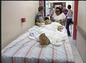 Idosa de 97 anos é transportada em caçamba de camionete por falta de ambulância em Palmas - Idosa de 97 anos é transportada em caçamba de camionete por falta de ambulância em Palmas