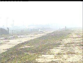 Ressaca causa prejuízos no Farol de São Tomé, em Campos, RJ - Água atingiu parte da estrada que liga o Farol até Barra do Furado.Cerca de 350 pescadores estão impedidos de pescar.