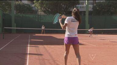 Família tem mães e filhas como tenistas campeãs em Santos (SP) - Uma família tem o tênis dentro do DNA em Santos, no litoral de São Paulo. O amor pelo esporte passou de mãe para filha.