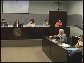 Câmara de Araçatuba, SP, exonera mais de 200 cargos comissionados - A Câmara de Vereadores de Araçatuba (SP) aprovou na tarde desta terça-feira (6) durante sessão extraordinária projeto que exonera 277 cargos comissionados dentro da atual administração municipal.