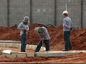 Curso gratuito capacita trabalhadores da construção civil em Uberlândia - Curso é realizado nesta terça-feira (6). As 60 vagas disponibilizadas foram preenchidas.
