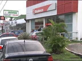 Banco é assaltado na tarde desta terça-feira em Salvador - Assalto ocorreu na agência do Bradesco, localizada na avenida Barros Reis, uma das mais movimentadas da cidade.