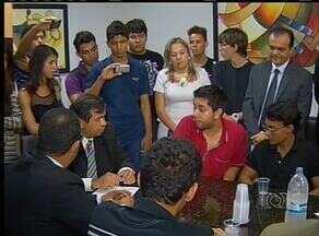 Protesto pelo passe livre estudantil marca a reabertura da Câmara de Vereadores, em Palmas - Protesto pelo passe livre estudantil marca a reabertura da Câmara de Vereadores, em Palmas