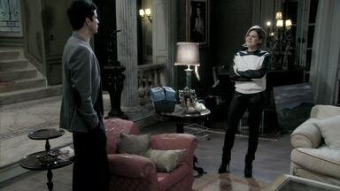 Félix discute com Edith e desiste de se desculpar com ela - Jonathan se recusa a voltar para a mansão sem a mãe. Félix estranha o súbito interesse de César pelo garoto