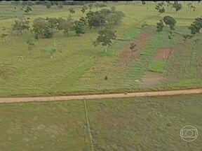 Governo vai comprar terras no MS para acabar com conflitos entre índios e agricultores - O acordo saiu após duas de reunião no Ministério da Justiça. Produtores rurais que têm os títulos das terras serão indenizados com títulos do Tesouro Nacional.