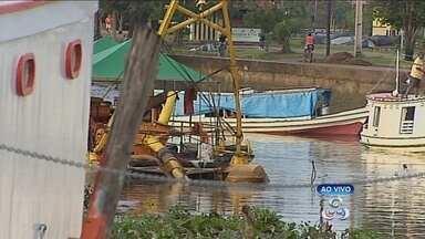 Donos de embarcações reclamam da demora nos trabalhos de desobstrução do canal - DONOS DE EMBARCAÇÕES QUE PRECISAM ATRACAR NO IGARAPÉ DAS MULHERES, NO BAIRRO PERPÉTUO SOCORRO, RECLAMAM DA DEMORA PARA A CONCLUSÃO DOS TRABALHOS DE DESOBSTRUÇÃO DO CANAL.