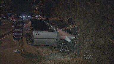 Carro colide contra muro do Inpa, em Manaus - Acidente não teve vítimas