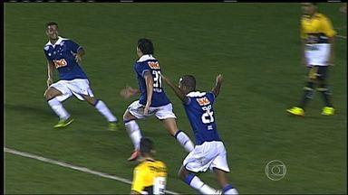 Cruzeiro vence o Criciúma e assume a liderança do Brasileirão - Cruzeiro aproveita o tropeço do Botafogo, vence o Criciúma, por 2 a 1, e assume a liderança do Campeonato Brasileiro.
