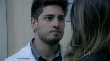 Rogério enfrenta Leila e permite que Lídia veja Nicole - A ex-governanta e a milionária se emocionam com o reencontro. Para garantir a proteção de Lídia, Nicole decide mudar o testamento e pede que Rogério chame Rafael