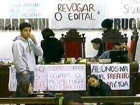 Legislativo pede reintegração de posse da Câmara de Vereadores de Uruguaiana, RS - Local está ocupado há sete dias por estudantes.
