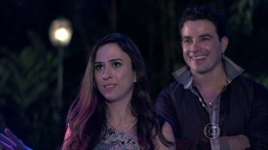 Valdirene enfrenta Félix - O vilão se recusa a pagar pelos serviços de Carlito, que foi contratado para ser o DJ da festa de casamento de Nicole