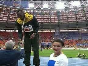 Usain Bolt é premiado no Mundial de Atletismo - Anderson Henrique arrancou nos metros finais e conseguiu vaga na decisão dos 400 metros por oito centésimos de segundo. O jamaicano Usain Bolt, o homem mais rápido do mundo, apareceu para buscar a medalha de ouro.