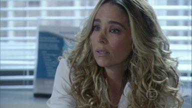 Amarilys concorda com a atitude de Bruno - Ela afirma que Paloma está tendo uma grande oportunidade de aprender a lutar pelo que quer e incentiva a amiga a reconquistar o corretor
