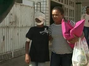 Adolescente atropelado na última terça em Nova Viçosa recebe alta - A irmã dele, que também foi atropelada, não resistiu aos ferimentos e morreu. A família está indignada, porque o motorista fugiu sem prestar socooro.