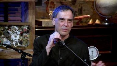 Arnaldo Antunes entra no debate da noite: 'As gírias transformam a língua' - Compositor também responde a Bial se ele já viu em alguma situação em que não entendia nada de uma conversa em português